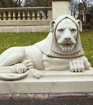 Leazes Park Lion (left-hand)