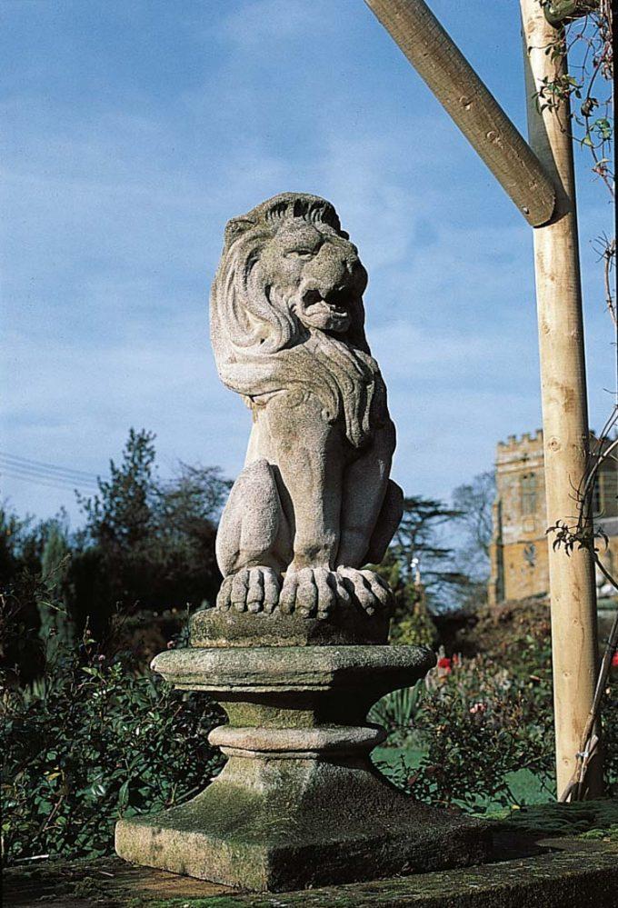 Lion Finial Base