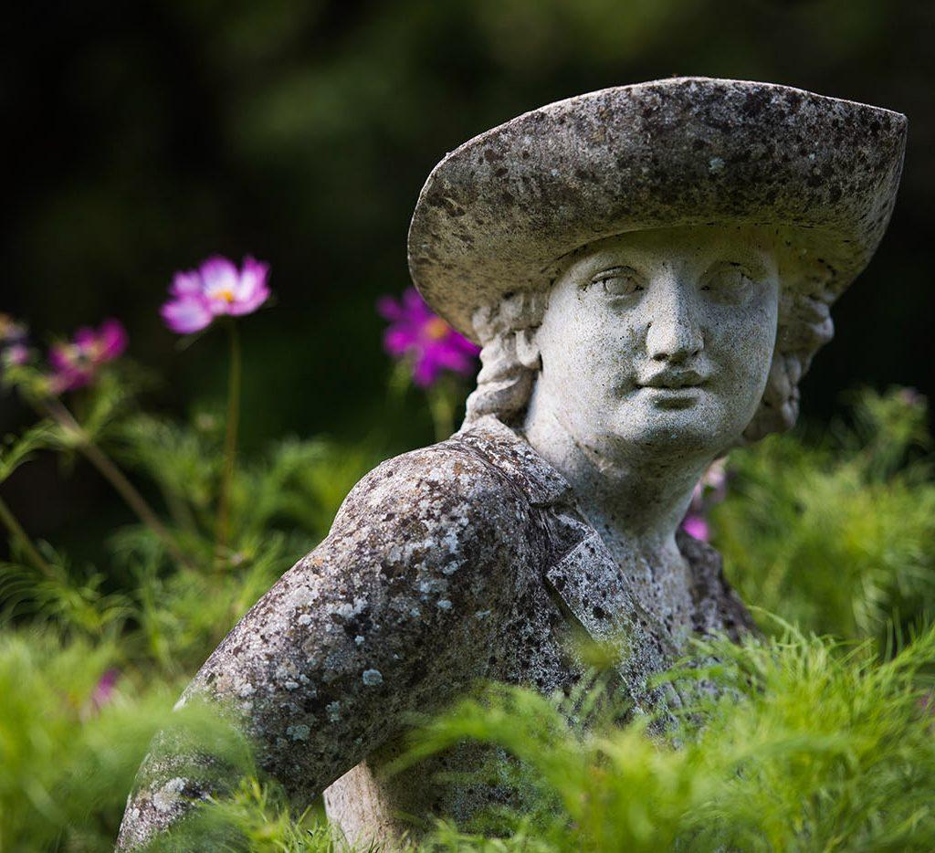 statue - english garden design ideas