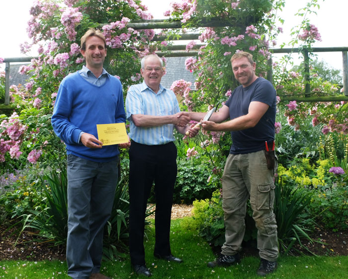 Geoff Sage from the NGS with the team at haddonstone