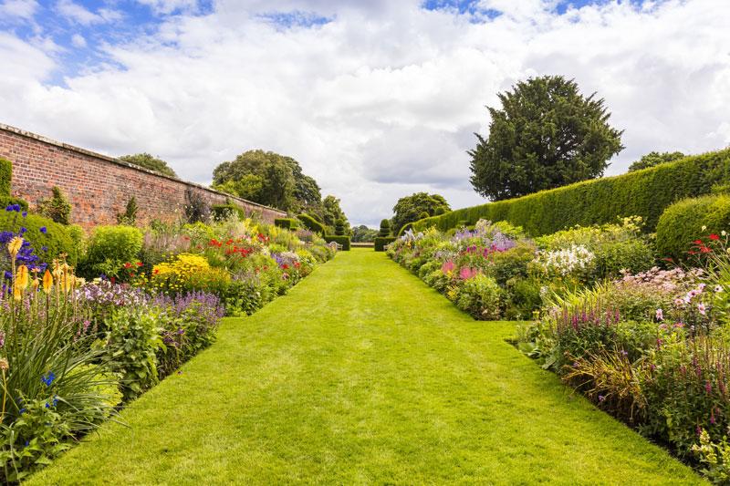 manicured lawn - english garden design ideas
