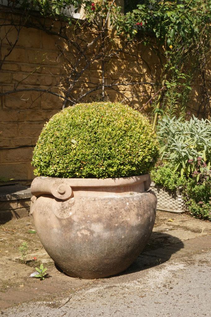 scrolled jardiniere