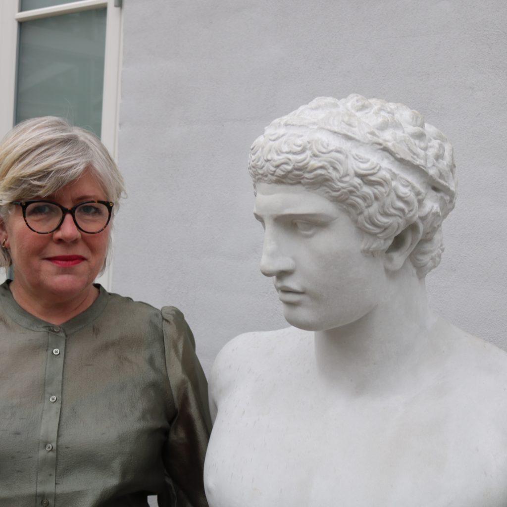 Tina Thorsby with Antinous bust