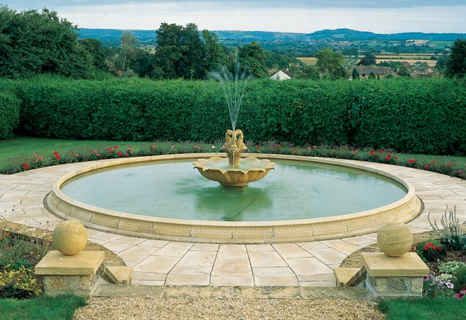 Extra Extra Large Pool kerbs, vases and Plinths